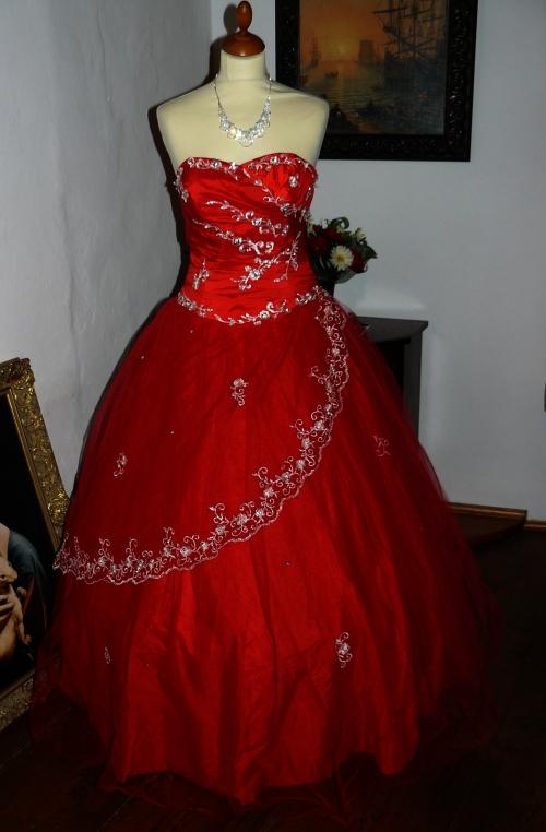 46987a933323 Alyce princeznovské červené plesové šaty na maturitní ples 2012 ...